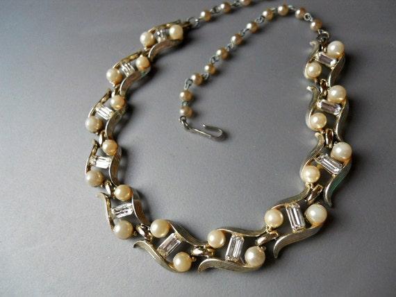 Vintage Retro Silver Tone Lisner Baguette Rhinestone Faux Pearl Choker Link Necklace