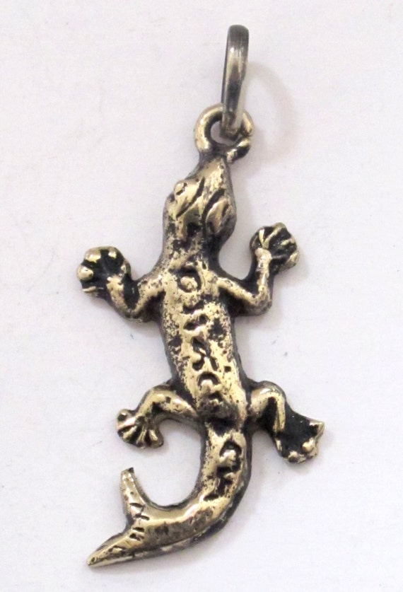 tibetan gecko alligator lizard charm pendant from nepal