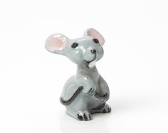 HR Mama Mouse Holding Tail Figurine - Ceramic Hagen Renaker Mini