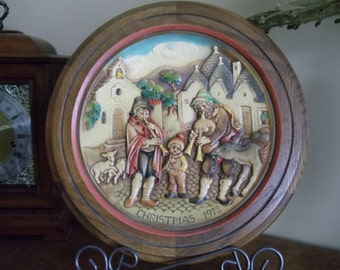 ANRI Carved Wood 1972 Christmas Plate - Christmas in Alberobello// 344