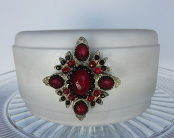 sugar brooch ruby cake topper