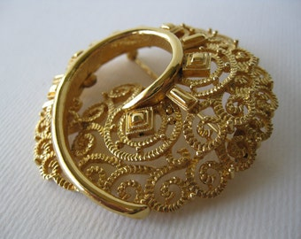 Vintage Goldtone Round Brooch and Clip Earrings