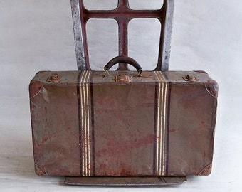 """Distressed 1930s Metal Sided Suitcase """"Lots of Shabby Charm"""""""