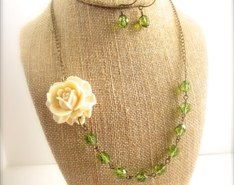 Statement Necklace Flower Necklace Green Jewelry Green Bridesmaid Necklace Set Ivory Rose Necklace Rustic Wedding Jewelry Green Bridesmaid
