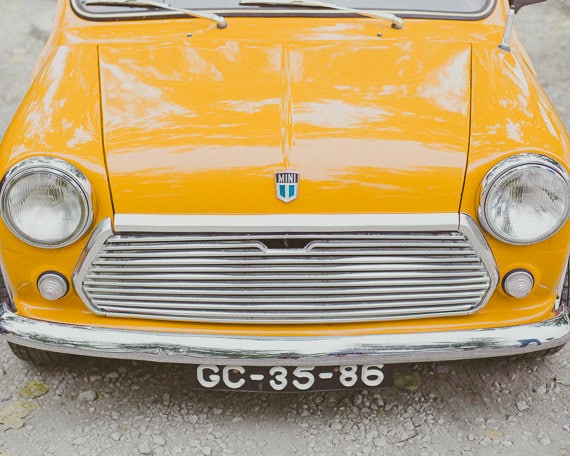 Articles similaires vintage style morris mini voiture for Decoration murale jaune moutarde