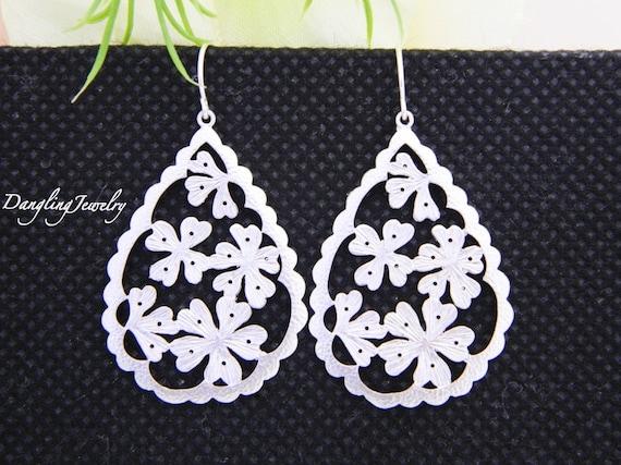 SILVER Shamrock Earrings, Teardrop Flower Earrings, Simple Dangle Earrings, Simple Earrings, St Patrick Gift, Everyday Jewelry