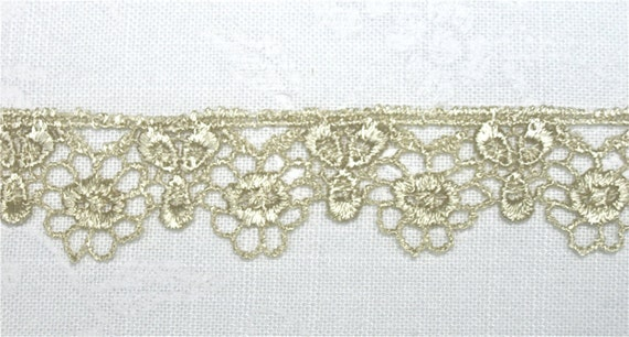 Venice Lace Trim Floral Petite Great for Crazy Quilting 1 yd