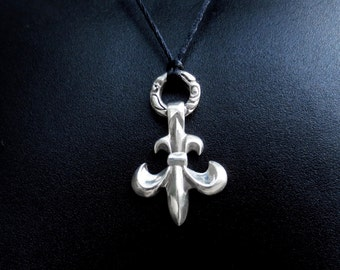 FLEUR de LIS with wreath ring Sterling Silver 925 PENDANT ...medium Goth