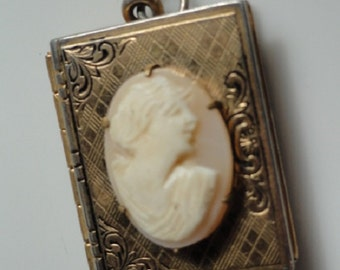 Cameo locket, vintage Cameo, Gold locket, etched Cameo locket, vintage pendant