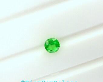 TSAVoRITE Garnet. KELLy GREEn. RoUNDl. Native Cut. BRiGHT, CLEAn, and LOVEly. 1 pc. 0.29 cts. 3.9 mm (GA414)