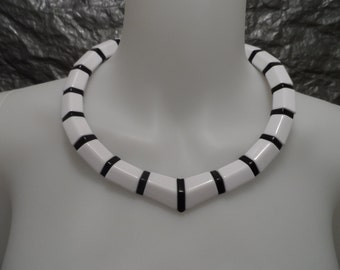 Vintage Black & White Geometric 80's Beaded Necklace