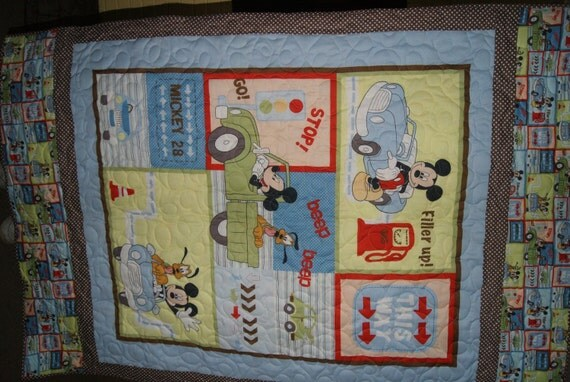 Mickey and Goofy Toddler Bed Quilt