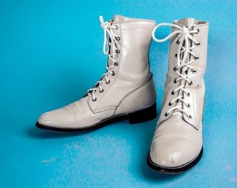 White Lacer boots Women's Size 8