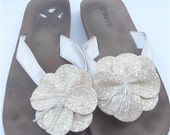 Vintage White Slippers Beach Wedding Thongs Vintage White Flower Sandals Vtg White Glitter Sandals White Sequin Slippers Ladies Shoe Size 9