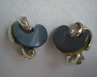 1950s Navy Blue Thermoset Lucite Swirl Design Earrings