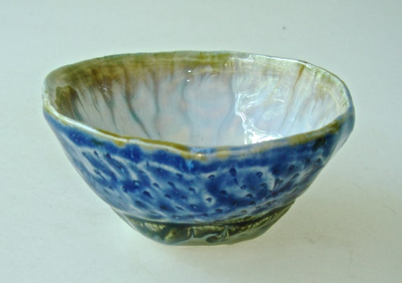 Salt bowl, small bowl, pinch pot, trinket bowl, ring bowl, prep bowl, foodie gift, sauce bowl, condiment bowl, ring holder, jewelry dish,
