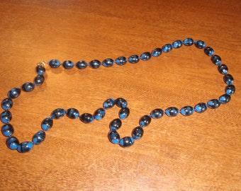 vintage necklace blue swirl lucite