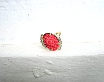 VTG Mid Century Resin Rose Ring with Faux Diamonds