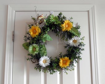 22 Inch Gerber Daisy and Grapevine Wreath