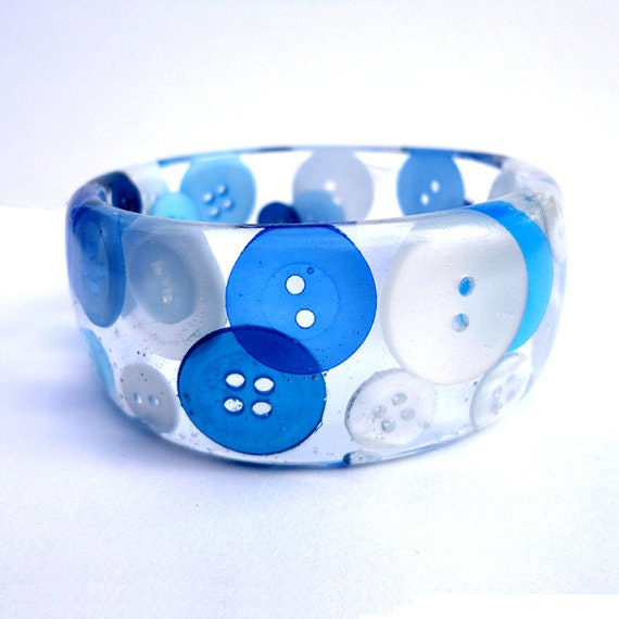 https://www.etsy.com/listing/110614661/blue-and-white-button-in-resin-bangle