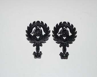 Vintage Cast Iron Trivet Lot 2 Eagle Heart Black Pot Holder Wall Hanging Primitive Folk With Feet