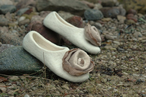 Felted slippers Women slippers White slippers Women home shoes Valenki Woolen clogs Felted clogs Organic slippers Natural wool House shoes