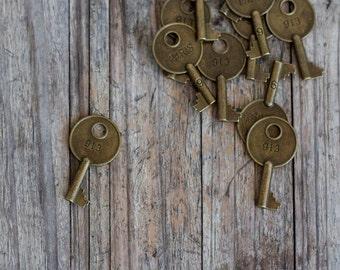 12 x Antique Bronze Paris 913 Key Charm - Vintage Key Charm Pendant 40mm x 22mm