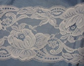 """White Floral Vintage Lace 5.5"""" wide 1 yard"""