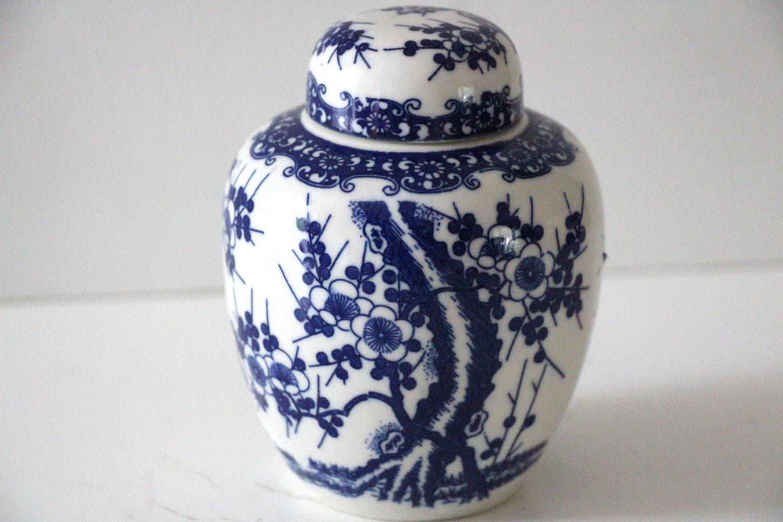vintage blue and white ginger jar. Black Bedroom Furniture Sets. Home Design Ideas