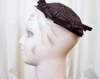 1940s Hat // Brown Bow Skull Cap with Straw Soutache Trim
