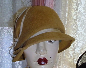 EMME BOUTIQUE Vintage Cloche Hat 1950's Downton Abbey Flapper Inspired Camel Cloche