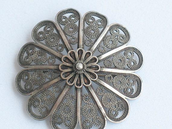 silver brooch, round flower shaped brooch, yemenite filigree  silver brooch, judaica, marked in hebrew, 1960's, bezalel work rosette brooch,