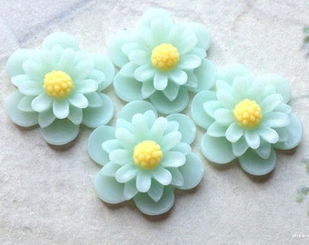 19 mm Peppermint Green Colour Daisy Chrysanthemum Resin Flower Cabochons (.as)