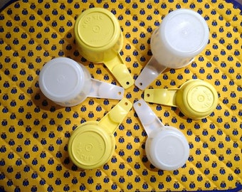 Vintage Tupperware Measuring Cups in Yellow and White