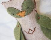 Felt Owl Ornament // Beige and Green