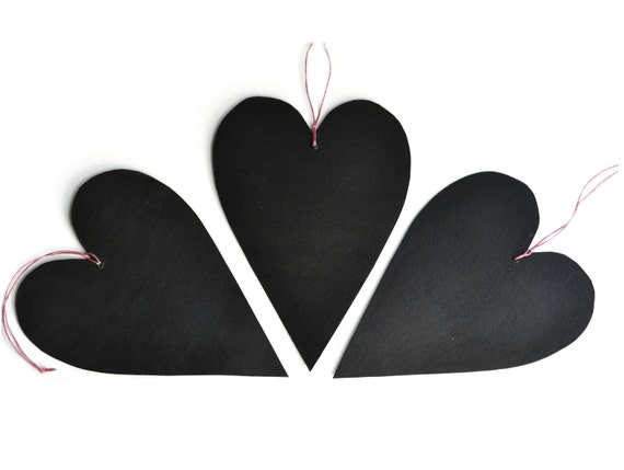 Black hearts chalkboards made of cardboard and blackboard paint - Valentine's Day ornaments