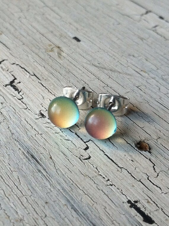 chagne colored earrings stud earrings color changing mood studs silver stud 6719