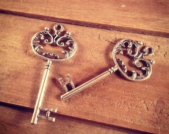 3 pcs Large Skeleton Key Charms in Antique SILVER vintage style Pendant Ornate Fancy Victorian (BC066)