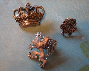 Collectable set of 3 Spanish marked silver brooches 'Crown of Castille' Leon lion coat of arms