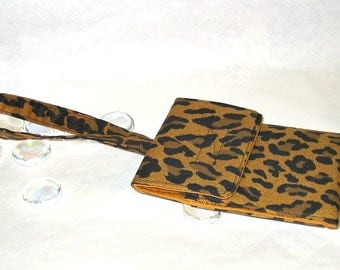 Cell Phone Wristlet Case In Leopard Print