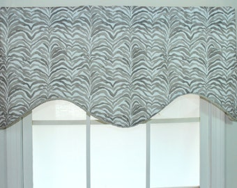 Tiger shaped valance in grey with twisted cord