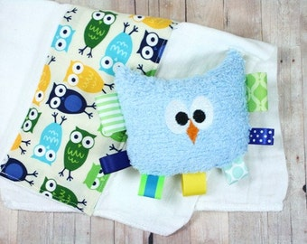 FREE SHIPPING Baby Rattle and Burp Cloth Gift Set in Hootie Owls by JuteBaby