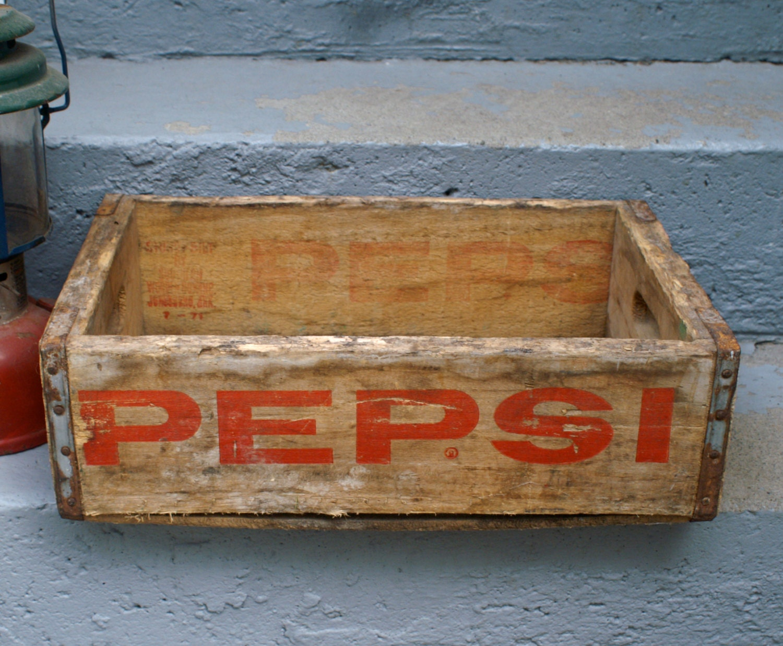 Vintage wooden pepsi box