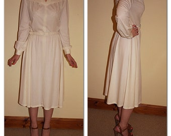 Vintage 1970s Carnegie of London cream secretary day dress with original belt