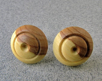 Wooden button earrings SYRINGA