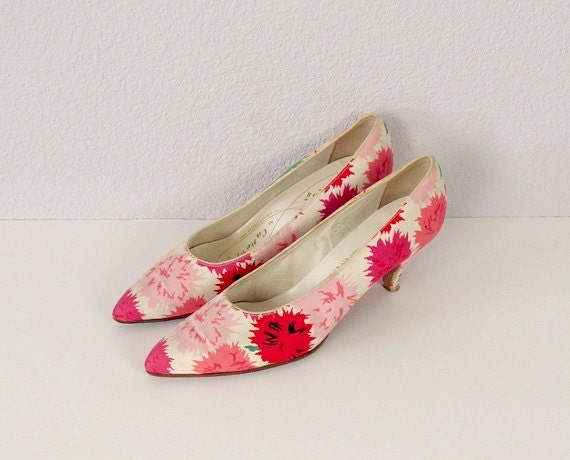 Vintage 1950s Pumps / 1950s Kitten Heel Shoes / by Bloombird