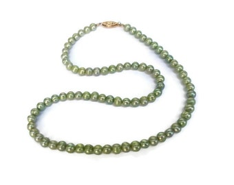 Beautiful Classic Spring Green Freshwater Pearl Necklace