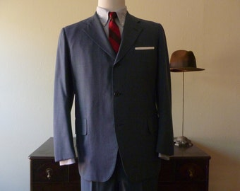 Vintage 1949 - 1962 Gold Chipp NY Blue Pinstripe 3 Button Trad / Ivy League Sack Suit 43 R. Made in USA.