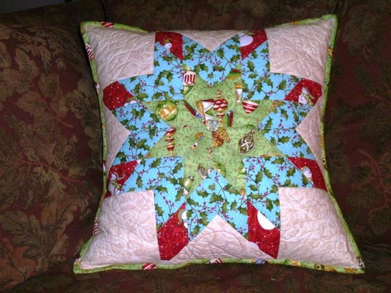 Traditional Christmas Quilted Pillow Cover