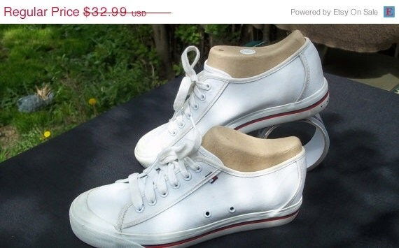 SALE 80's Hilfiger Deck white canvas shoes. women size 8 very little